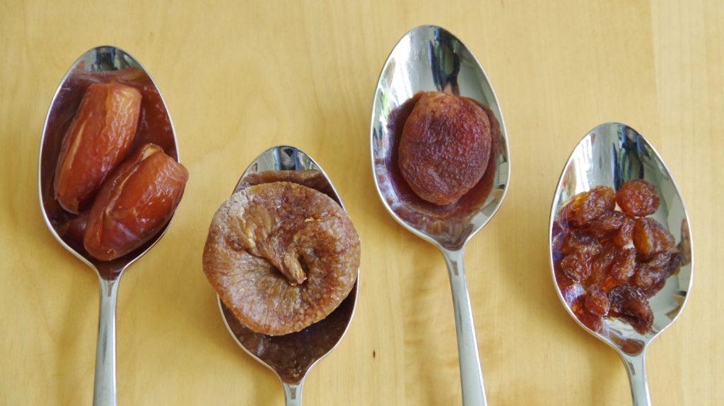 Datteln Feigen Aprikosen Rosinen
