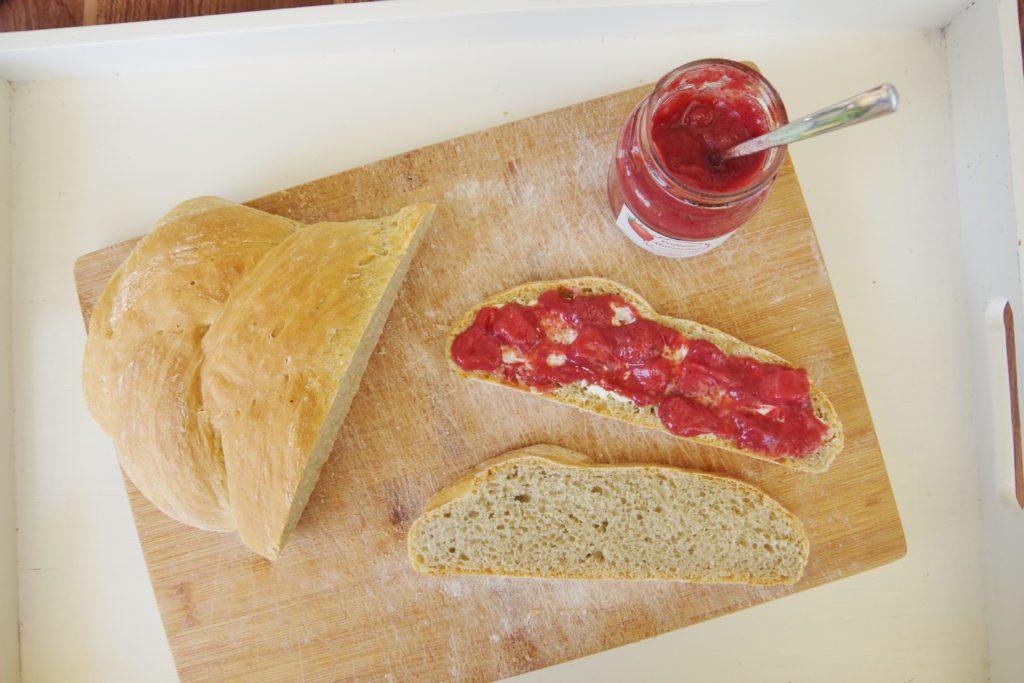Erdbeermarmele mit frischem Hefezopf zuckerfrei