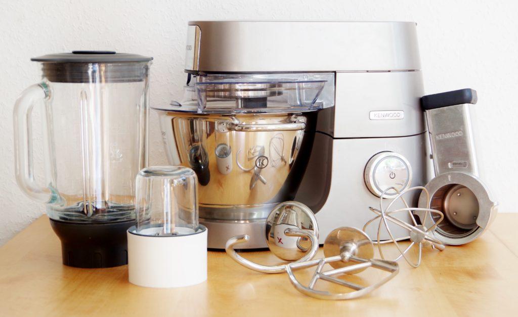 Meine Küchenmaschine: Kenwood Chef Titanium mit Mixer, Gewürzmühle und Trommelraffel