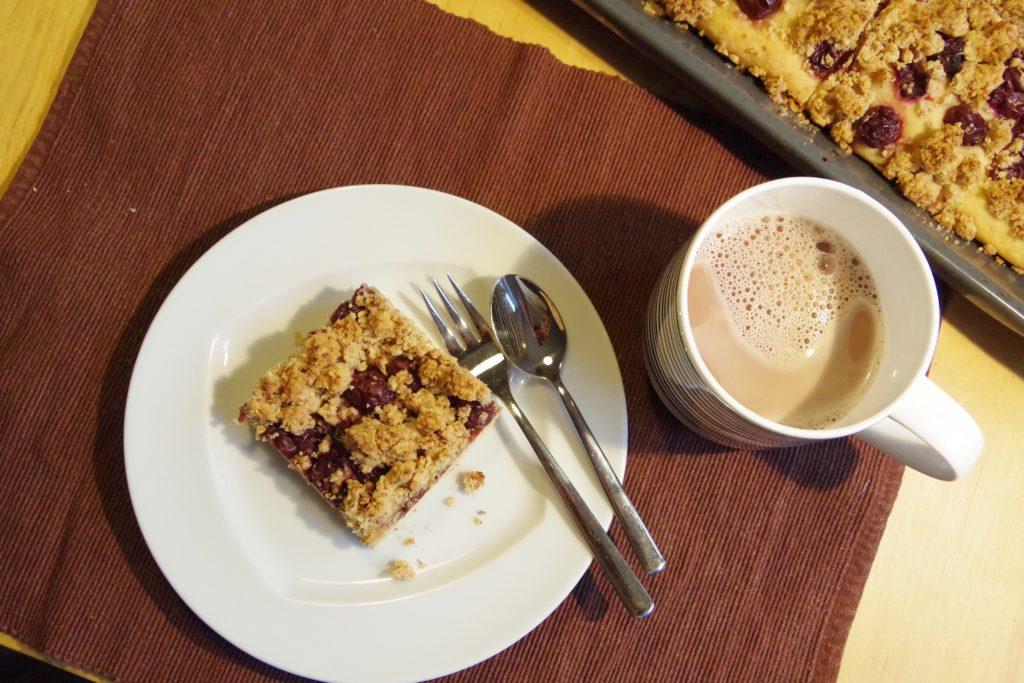 Streuselkuchen mit Kirschen vegan zuckerfrei