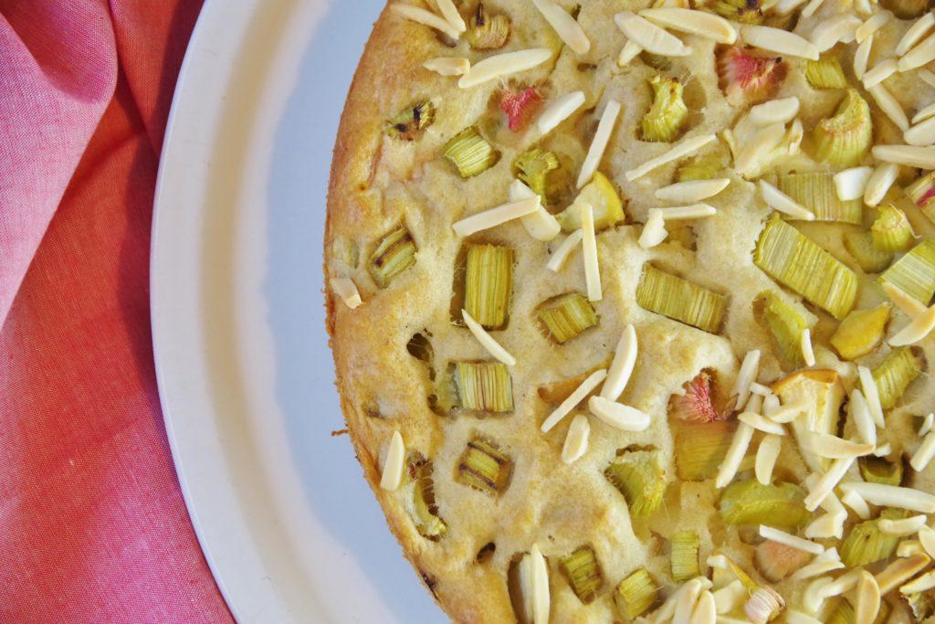 Rhabarerkuchen vegan mit Apfel gesüßt