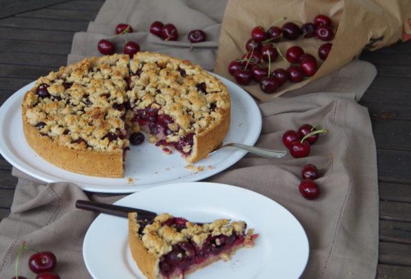 Kirschkuchen mit Streuseln und Marzipan vegan und ohne Zuckerzusatz
