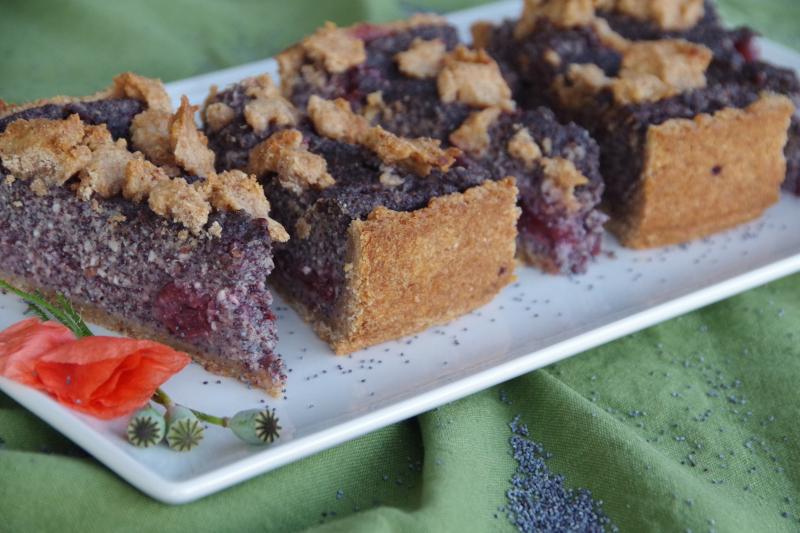 zuckerfreier Mohnkuchen mit Kirschen und Streuseln